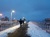 Kar günün ilk ışıklarında devam etti