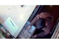 İş yeri kasasından para çalan hırsız kamerada
