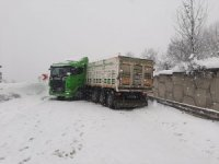 Bolu Dağı'nda makaslayan tır yolu trafiğe kapattı