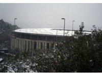 Vodafone Park'ta kar yağışı devam ediyor