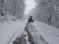 Çaycuma'da kapanan köy yolları için çalışmalar aralıksız devam ediyor