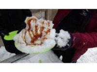 Kazdağları'nda kar çileye değil, lezzete dönüyor