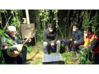 Antalya'da seralarda sazlı sözlü 'Don' nöbeti başladı