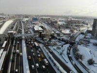 İstanbul trafiğinde kar manzaraları havadan görüntülendi