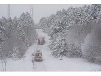 Karla kaplı köyde rahatsızlanan Covid-19 hastası çift, 4 saatlik mücadele ile kurtarıldı