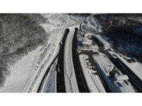 Bolu Dağı'nda kar yağışının durmasıyla trafik akıcı hale geldi