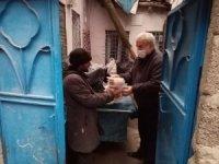 Diyarbakır'da hayırsever vatandaşlardan ihtiyaç sahiplerine gıda yardımı