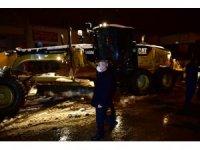 Yeşilyurt'ta buzlanma ve dona karşı tuzlama çalışmaları