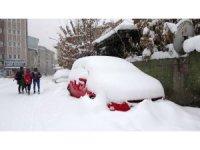 Ağrı'da köy yolları kar ve tipi nedeniyle ulaşıma kapandı