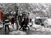 Erzincan'da kardan vatandaşların mağduriyet yaşamaması için iki kurumda esnek çalışma kaldırıldı