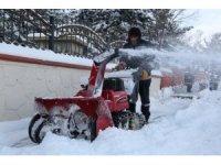 Erzurum Büyükşehir Belediyesi ekipleri karla mücadeleye devam ediyor
