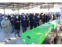 Kaza kurbanı aynı aileden 5 kişi son yolculuklarına uğurlandı