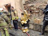 Fatih'te apartman dairesinde yangın: Mahsur kalanlar son anda kurtarıldı