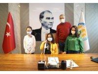 Başkan Tarhan, Beyaz Baston Haftasında görme engelli Ecrin'i konuk etti