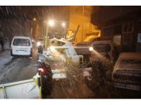 Artvin'de kar yağışı sürücülere zor anlar yaşattı