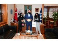 Rektör Erdal, Bi-Fikir KAP yarışmasında dereceye giren öğrencileri kutladı