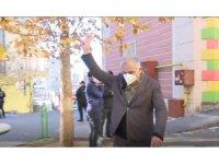 HDP önünde 'zafer işareti' gerginliği
