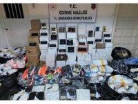 Romanya'ya giden araçta binlerce liralık kaçak eşya ele geçirildi
