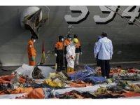 Endonezya'da düşen yolcu uçağının enkazını arama çalışmaları durduruldu