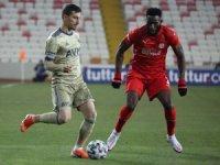 Süper Lig: Sivasspor: 1 - Fenerbahçe: 0 (Maç devam ediyor)