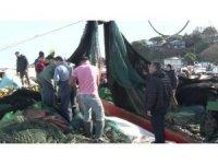 Uzatılan hamsi yasağı sonrası balıkçı tekneleriyle dolan Şile Limanı havadan görüntülendi