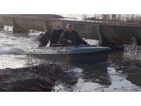 Tekneyle denetim yaptılar, 2 kişi kaçak avlanmaktan yakalandı