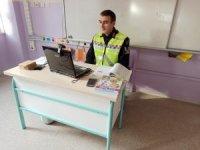 Bursa'da jandarma trafik timleri bin 336 öğrenciye uzaktan eğitim sistemi ile bilgilendirmede bulundu
