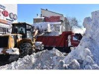 Tatvan'da şehir merkezine bir haftada 2 metre 28 santim kar yağdı