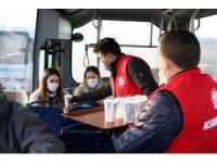 Aksaray'da soğuk havada sıcak çorba ikramı