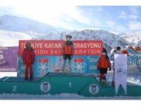 Kayak yarışlarında dereceye giren sporculara ödülleri verildi