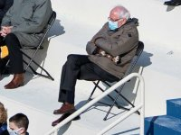 Bernie Sanders'ın montu ve eldivenleri yok satıyor