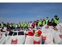Konteyner kentte kalan bin 23 depremzede çocuğa kışlık hediye