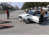 Isparta'da görev yerine giden polis, trafik kazasında ağır yaralandı