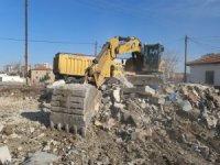 Melikgazi'de metruk bina yıkımları devam ediyor