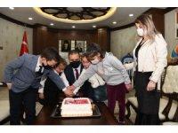 Şehit torunlarından Vali Akbıyık'a doğum günü sürprizi