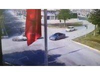 Isparta'da polis memurunun mesaiye giderken ağır yaralandığı kaza kameraya yansıdı