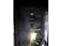 Yaşlı adam yangında dumandan zehirlendi