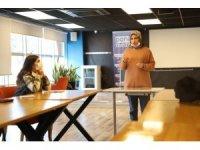 Mardin Büyükşehir Belediyesi Gençlik Merkezi, gençlerin ilgi odağı olmayı sürdürüyor