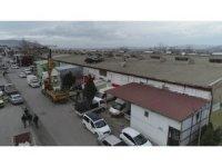 Bursa'da 1 kişinin yaralandığı 20 iş yeri ve 12 aracın zarar gördüğü anlar güvenlik kamerasına yansıdı
