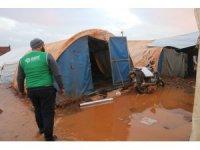 Çadırları su içinde kalan Suriyeli aileler yardım bekliyor