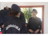 """Kayseri'nin ilk kadın ilçe jandarma komutanı işini """"Aşkla"""" yapıyor"""