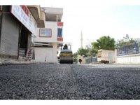 Toroslar'da sıcak asfalt çalışmaları devam ediyor