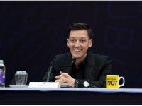 """Fenerbahçe'nin yeni transferi Mesut Özil: """"Burak kardeşimize başarılar diliyorum, inşallah Türkiye'yi en iyi şekilde temsil eder."""""""