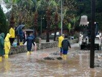 Kemer Belediyesi fırtınadan etkilenen vatandaşların yardımına koştu