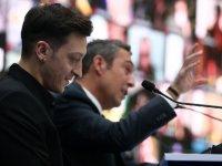 Ve Mesut Özil resmen Fenerbahçe'de! Tarihi tören…