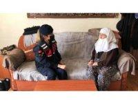 Kütahya'da ihtiyaç sahibi yaşlılara jandarmadan yardım eli