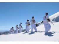Karlı dağları yuva yapan hudut kahramanları görev başında