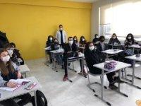 Uğur okulları öğrencilerine desteğe devam ediyor