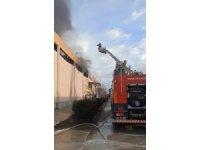 Depoda başlayan yangın fabrikalara sıçradı
