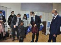 Şırnak'ta tutuklu ve hükümlü yakınlarına giysi yardımı